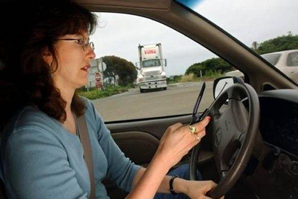 no uses tu teléfono móvil al volante del coche